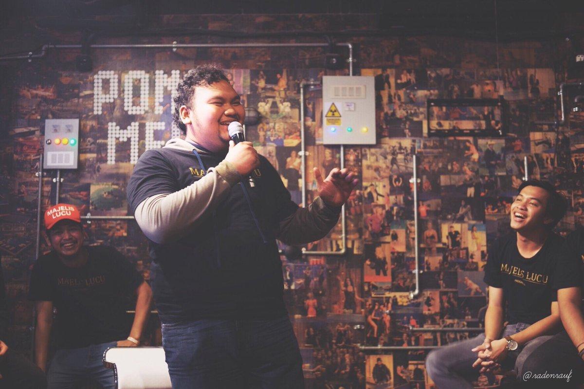@MajelisLucu Roasting Pertama: @ficofachriza_ diroasting oleh @Rigensih @Frimawan dan @AfifXavi