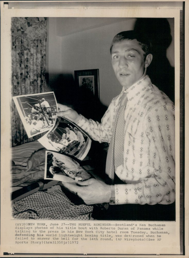 Ken Buchanan speaks to members of the press the day after losing his lightweight title to Roberto Durán on what should have been ruled a foul #boxing #history<br>http://pic.twitter.com/rGTuKp4OIj