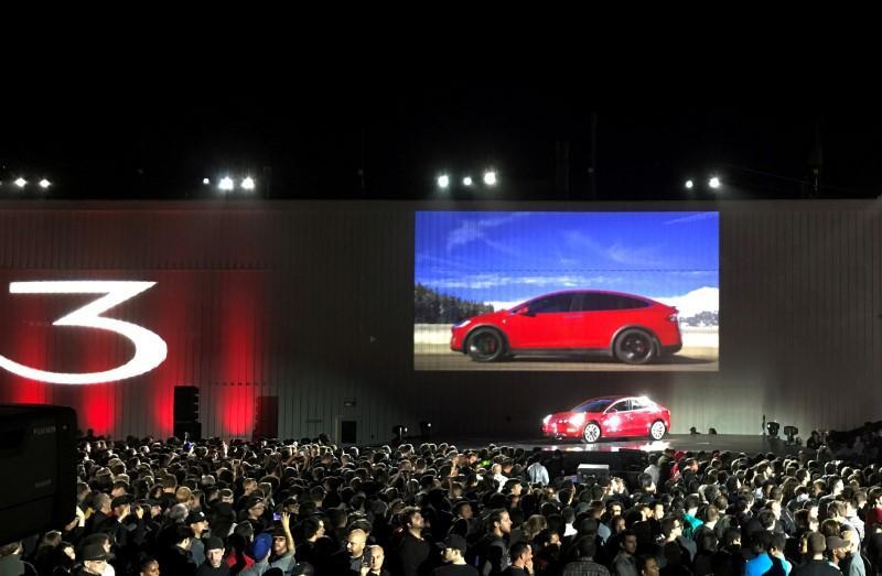 Tesla raises borrowing capacity for car leases to $1.1 billion https://t.co/0cxOpiJ5fX