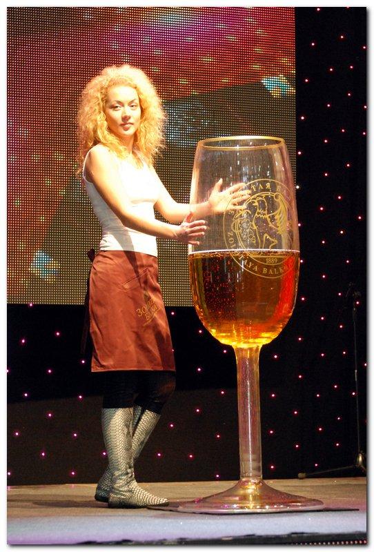 Большой бокал вина картинка
