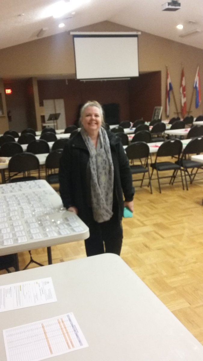 The hall is ready for tomorrow morning&#39;s #genealogy Seminar in #yyj I can&#39;t wait. I hope I can sleep. <br>http://pic.twitter.com/bVi9JFYHWH