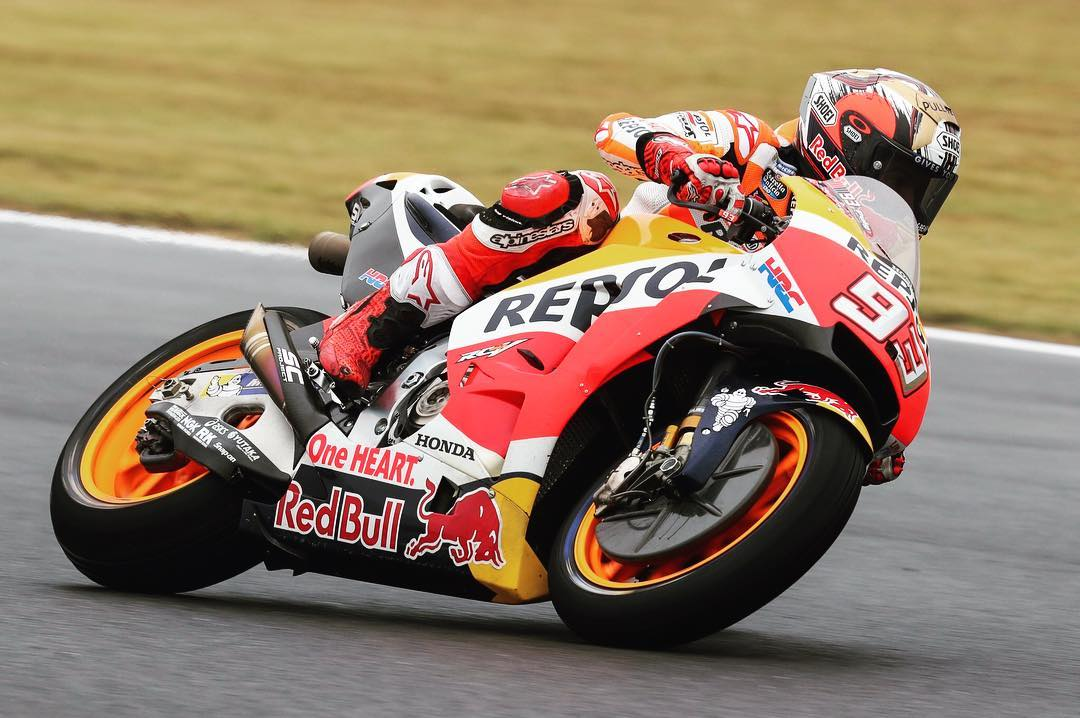 Seventh pole in 2017 and 44th in #MotoGP for Marc #Marquez. At first turn #AustralianGP  #MM93 faced a deceleration of 1.5 g #brakes #Honda <br>http://pic.twitter.com/0Uz2FUZLtA