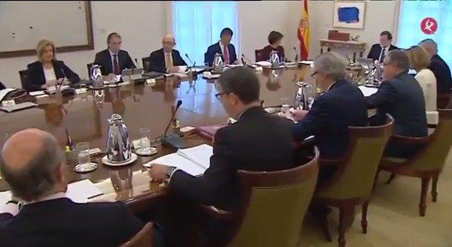 📌#ÚLTIMAHORA | El Consejo de Ministros ya está reunido para aprobar las medidas del artículo 155 sobre #Cataluña. #EXN https://t.co/rKIH5QGi0w