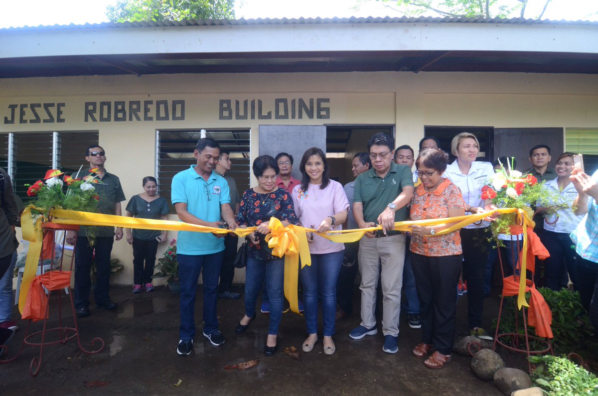 VP Leni visits May-Ogob Elem School in CamSur for the inauguration of a classroom building named after Sec Jesse ||OVP pics | @MB_RAntonio