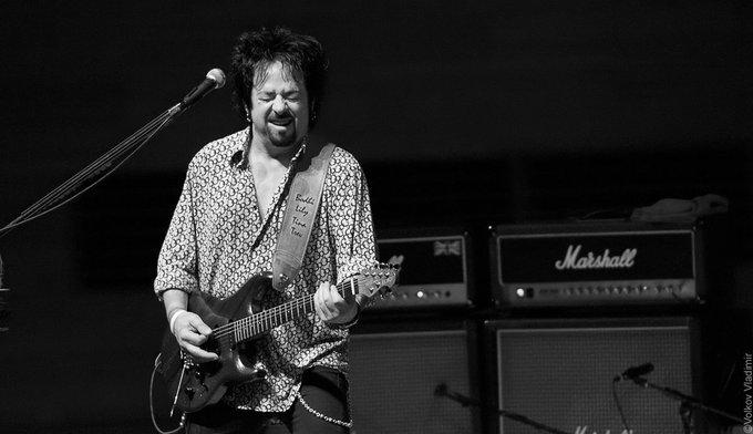 Happy Birthday Steve Lukather!  Hoy cumple 60 años Steve Lukather, guitarrista de Toto.