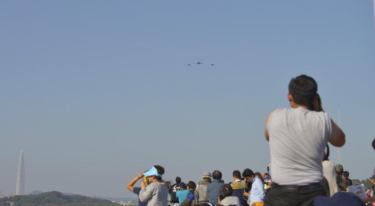 @usairforce B-1Bs #SeoulADEX17 flyover, demos U.S. spt to #Allies &amp; #Partners  For more info and photos:  https:// go.usa.gov/xnYjf  &nbsp;  <br>http://pic.twitter.com/JXBUO47lIu