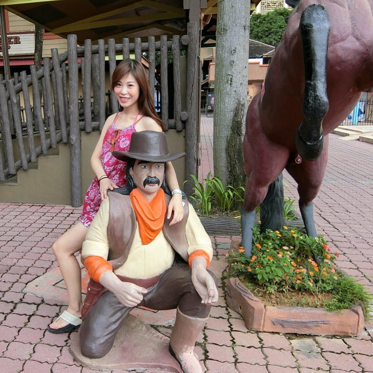 Mr. West cowboy &quot;Do you want to get something to drink?&quot; #funny #sunwaylagoon #malaysia #happy #like4like #cowboys #america #style #travel #summer<br>http://pic.twitter.com/AcdmV9QbAl