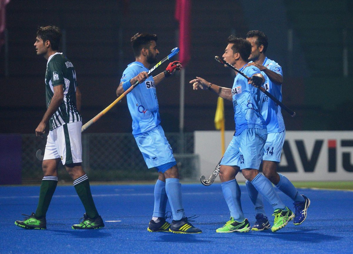 Whoa ! Another day and another victory over Pakistan. This time it&#39;s 4-0 as we enter the #AsiaCupHockey final #INDvPAK <br>http://pic.twitter.com/arbFqZKB93