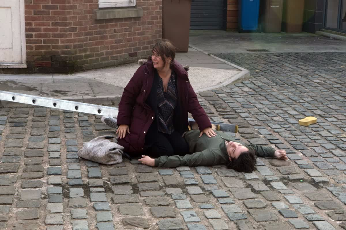 Coronation Street Spoilers: Seb has a horror fall but will he survive?  https://t.co/lSYcZ66i49
