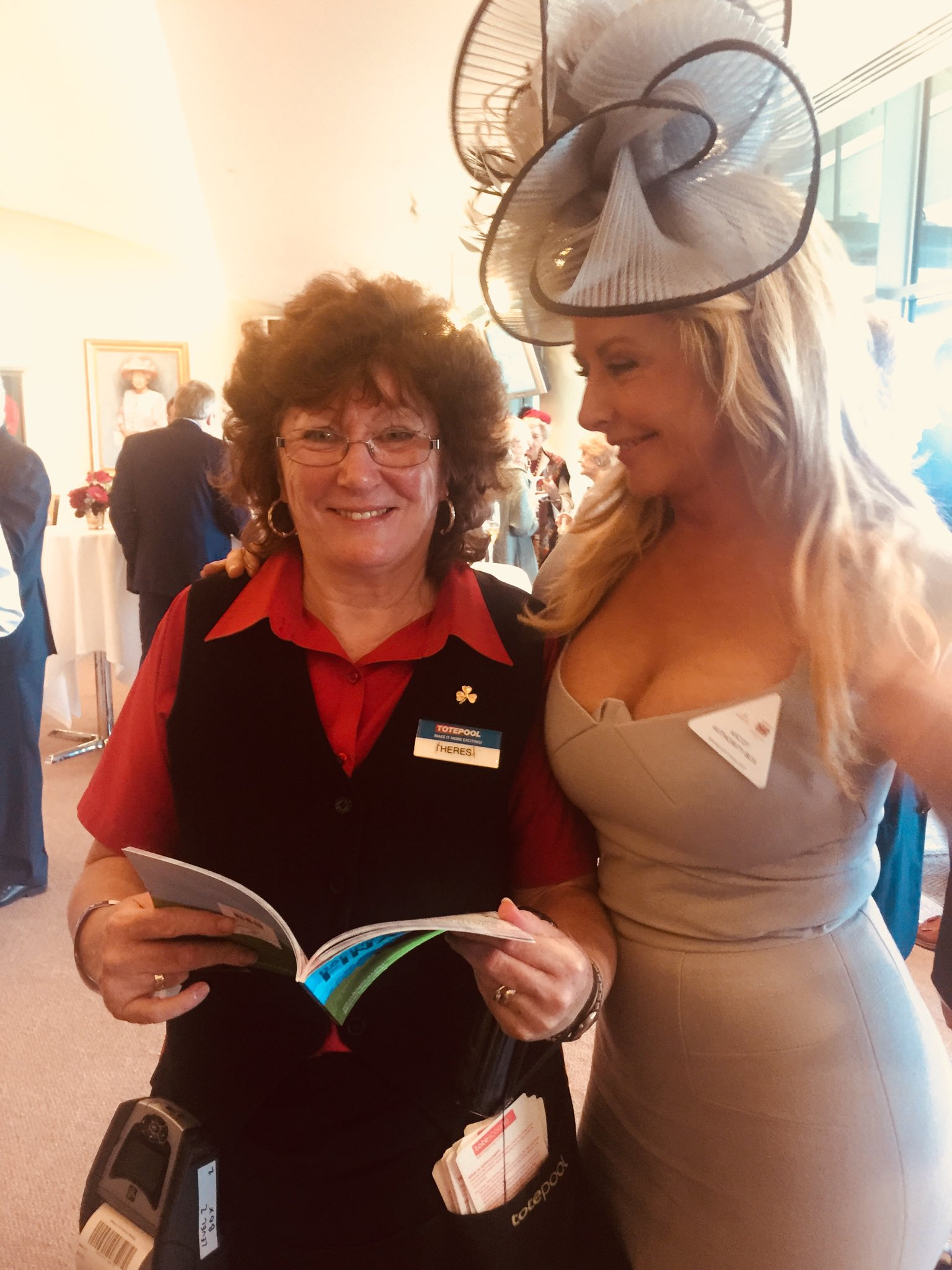 With lovely Theresa the Tote lady....@ascot @ChampionsSeries x https://t.co/TfmogSFnr1