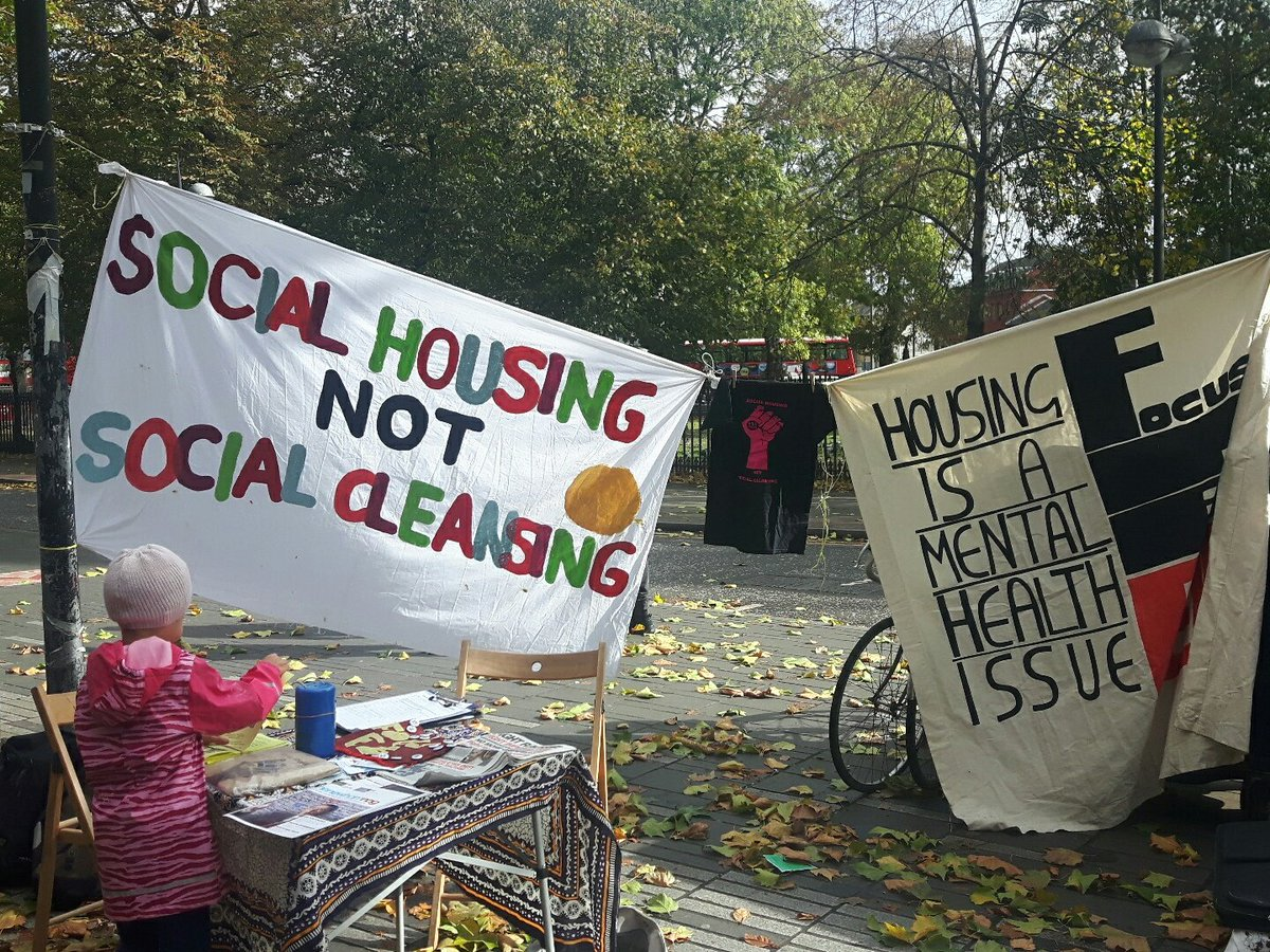 Stall up #4yearsonthestreet #housing #action #stratford #broadway <br>http://pic.twitter.com/cbttE8v88t