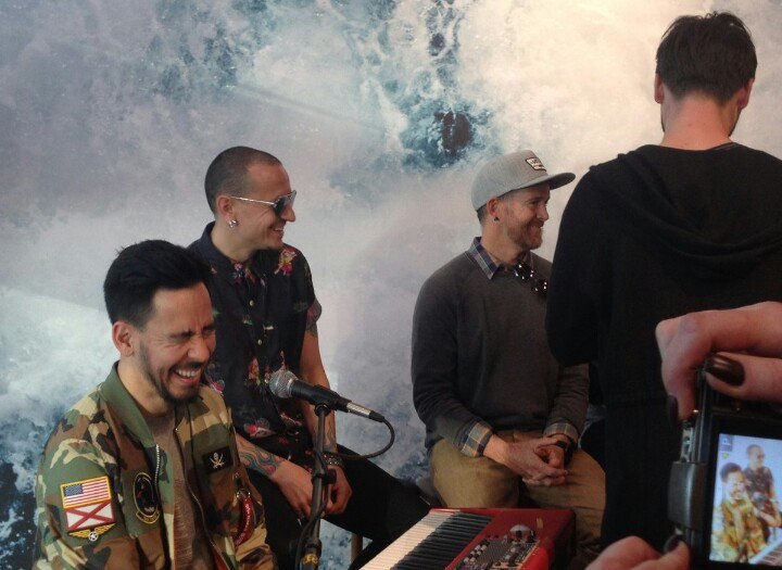 I'm voting for @linkinpark for Favorite...