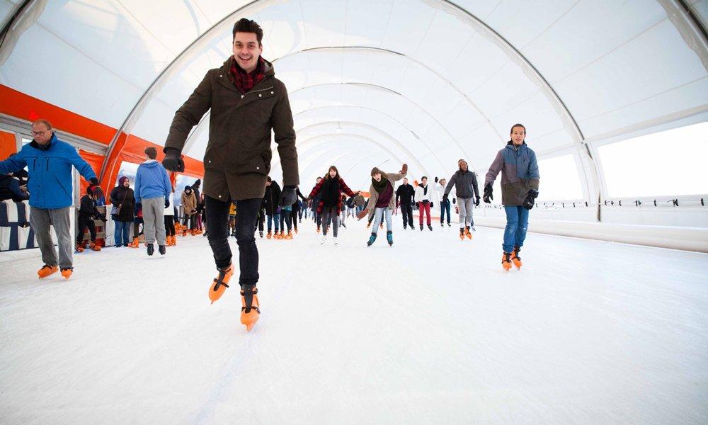 Haal je schaatsen van zolder, ga het ijs op en sluit bijv. af met een kom erwtensoep, warme choco of glühwein! 🌃❄️https://t.co/4rBBQZB0A3 https://t.co/Nwwf48hbnb