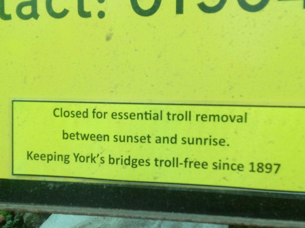 Bridge closed in York #troll <br>http://pic.twitter.com/aR9wM024p9