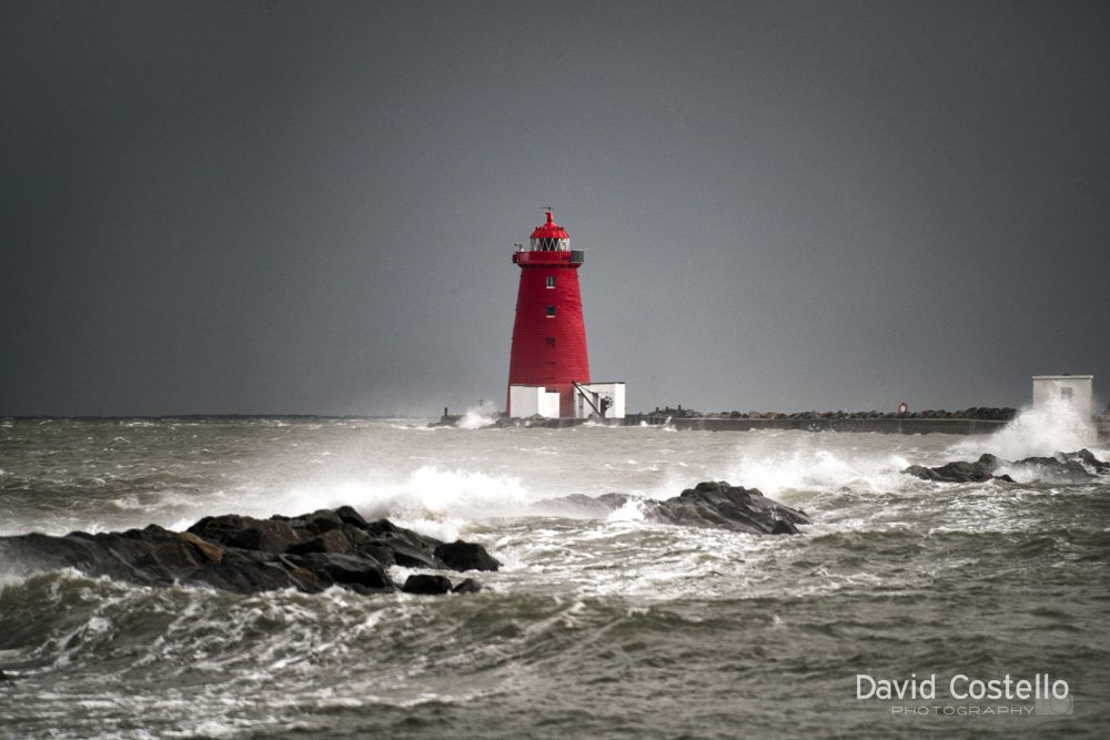 Full tide washes over The Great South wall this afternoon #StormBrian #Dublin #PoolbegLighthouse #TheGreatSouthWall<br>http://pic.twitter.com/Lk9ro2b9Fy