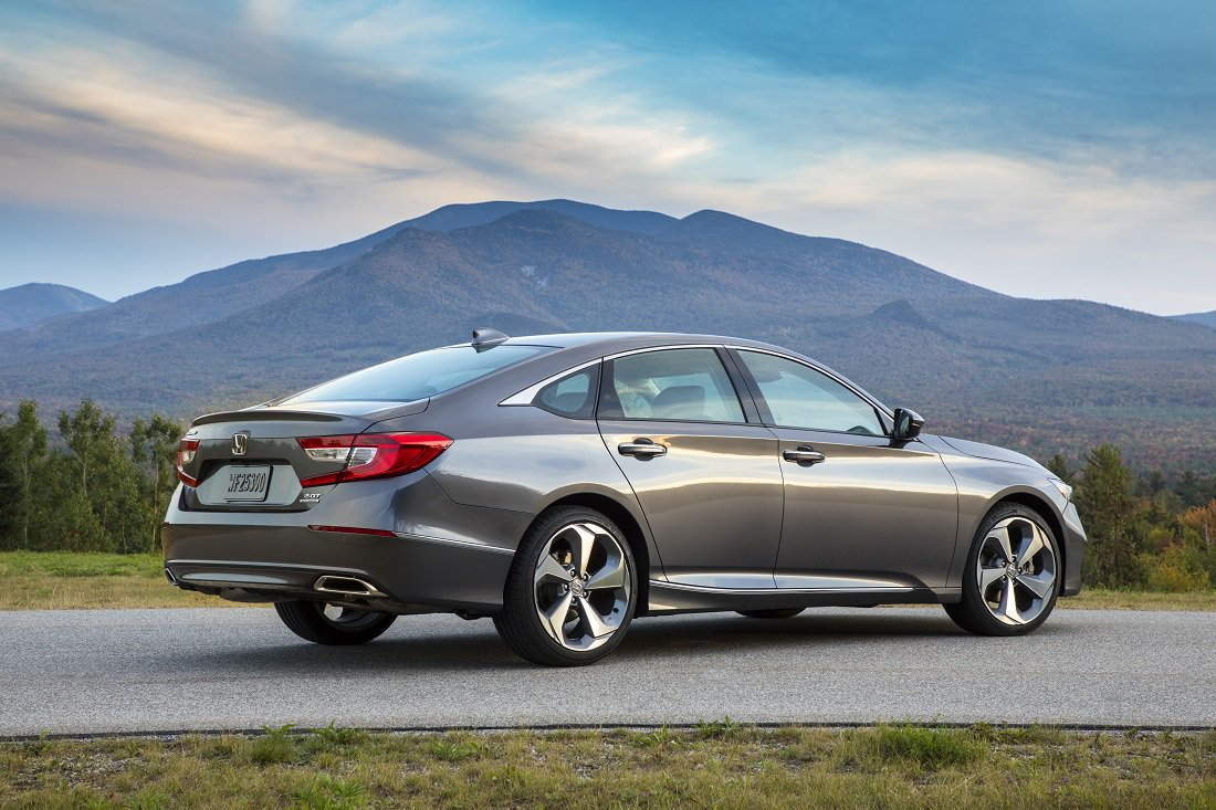 All-new @Honda #Accord - You won&#39;t miss the V6 - Full Review:   http:// bestride.com/reviews/new-ca r-reviews/review-2018-honda-accord-2-0-touring-improvements-you-can-sense &nbsp; … <br>http://pic.twitter.com/bvlz5joEBx