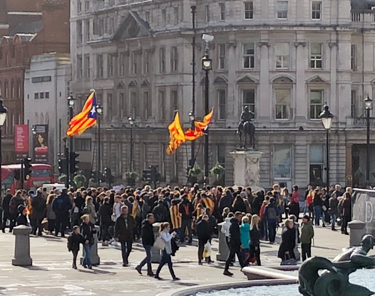 """#London marching in #solidarity with #Catalonia. Chants of """"End the repression in Catalonia"""" and """"Shame on Europe"""".  http://www. counterfire.org/news/19270-cat alonia-waiting &nbsp; … <br>http://pic.twitter.com/EYs1UCql9O"""