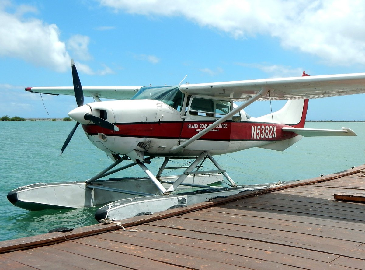 Even the #Cessna #206 can be fitted with floats to land in those places where a runway just can't be found. #NoLandingStripNoProblem<br>http://pic.twitter.com/pEc8ZHCPTX