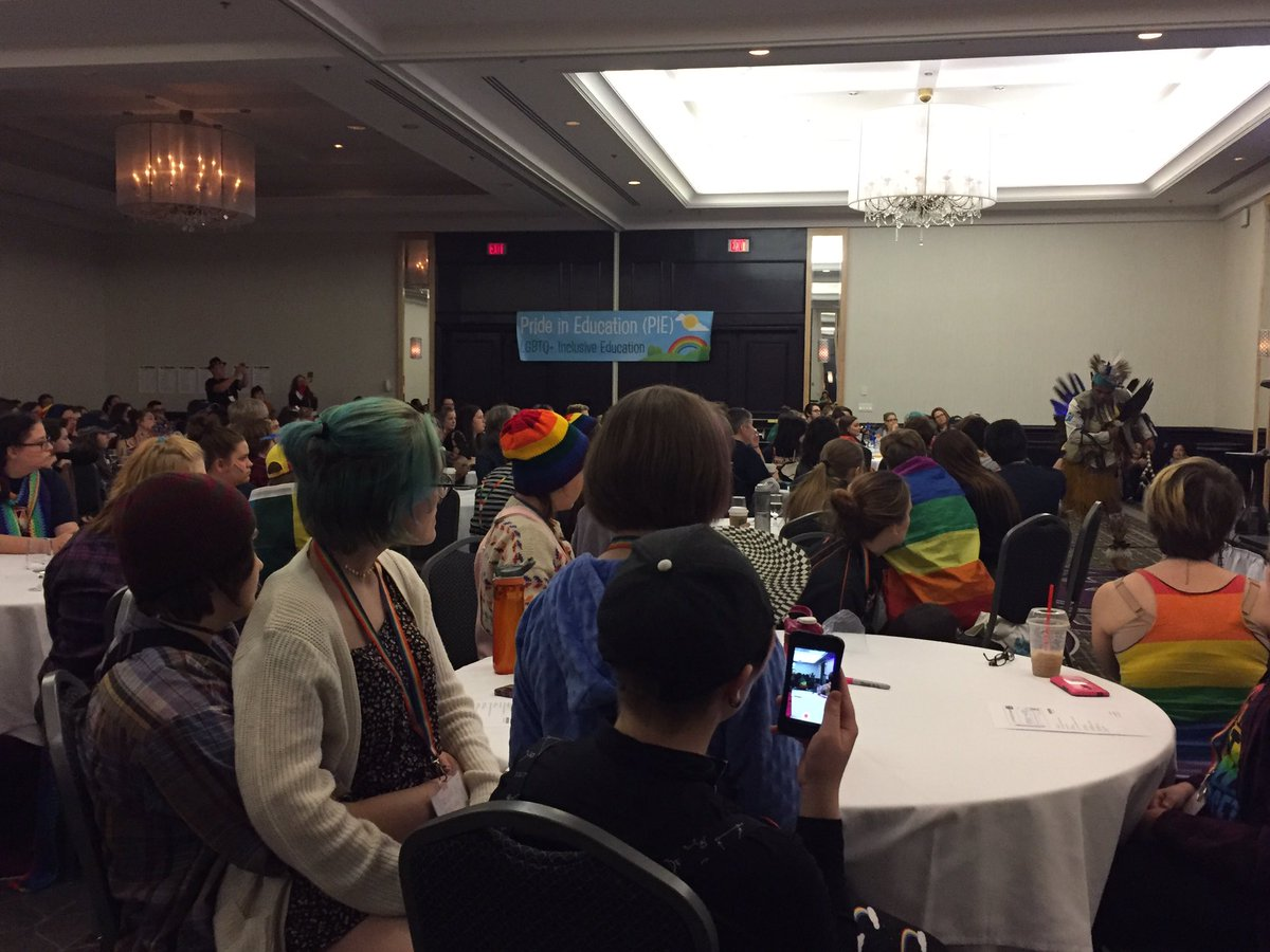 Opening #piecon2017 with traditional indigenous dancing.  #intersectionality <br>http://pic.twitter.com/Vyql4l3DwR