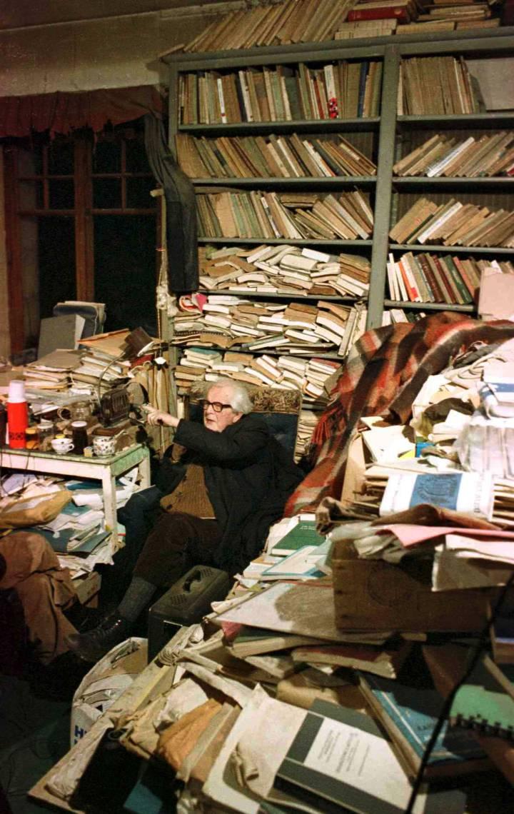 """""""Bergson señaló que no existe tal cosa como el desorden, sino 2 tipos de orden, geométrico y vital. El mío es claramente vital"""" Jean Piaget"""