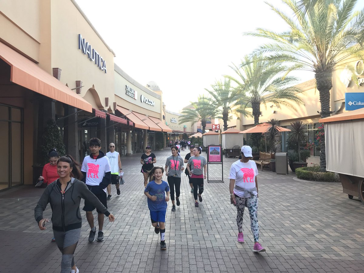Thank you @citadel_outlets, @drkristifunk, @andyfunk (+ triplet crew) for your support this morning! #savinglives #pinksaves