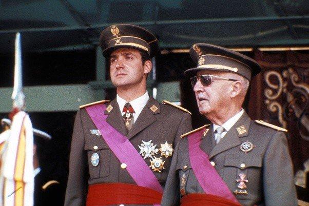 monarquia espanhola nasceu de um ACORDO COM FRANCO. espanha nunca investigou mortos pela ditadura. a imprensa é súdita e sabuja da monarquia