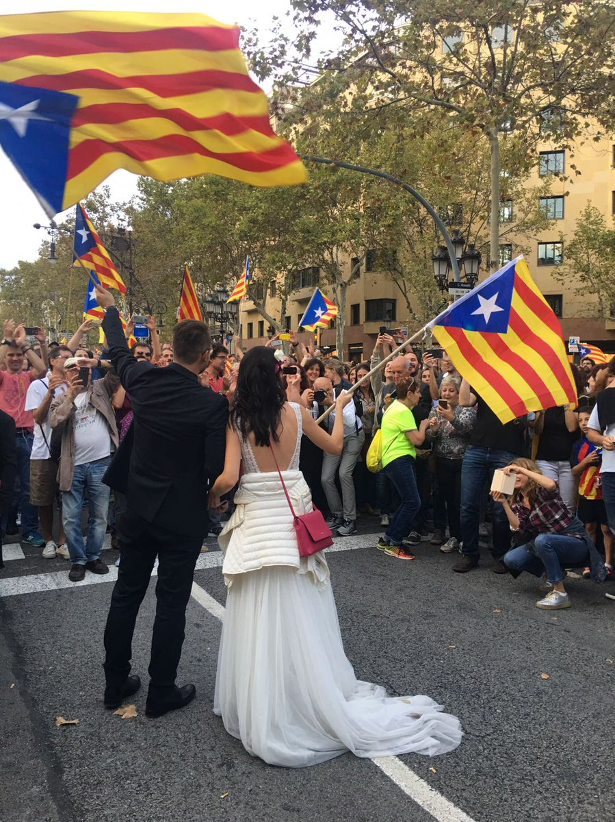 Aunt Gabi sent #pic #Barcelona #Catalonia. It&#39;s ALL about #future #hope #people #freedom #peace #independence #democracy #CatalanReferendum<br>http://pic.twitter.com/6i9hfSyH43