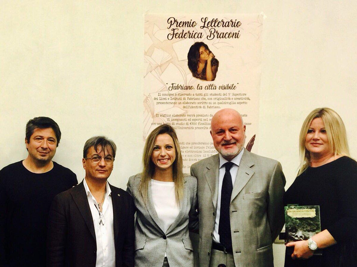"""Oggi a Fabriano per presentare il libro di Paolo Pilati """"in legenda veritas"""" con autorità locali, storici e il Leo Club Fabriano. https://t.co/32E2kang9J"""