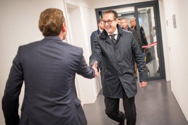 Autriche : vers une coalition gouvernementale avec la droite anti-immigration (FPÖ) - https://t.co/GyDrpVew7O https://t.co/PBT5FbNLap