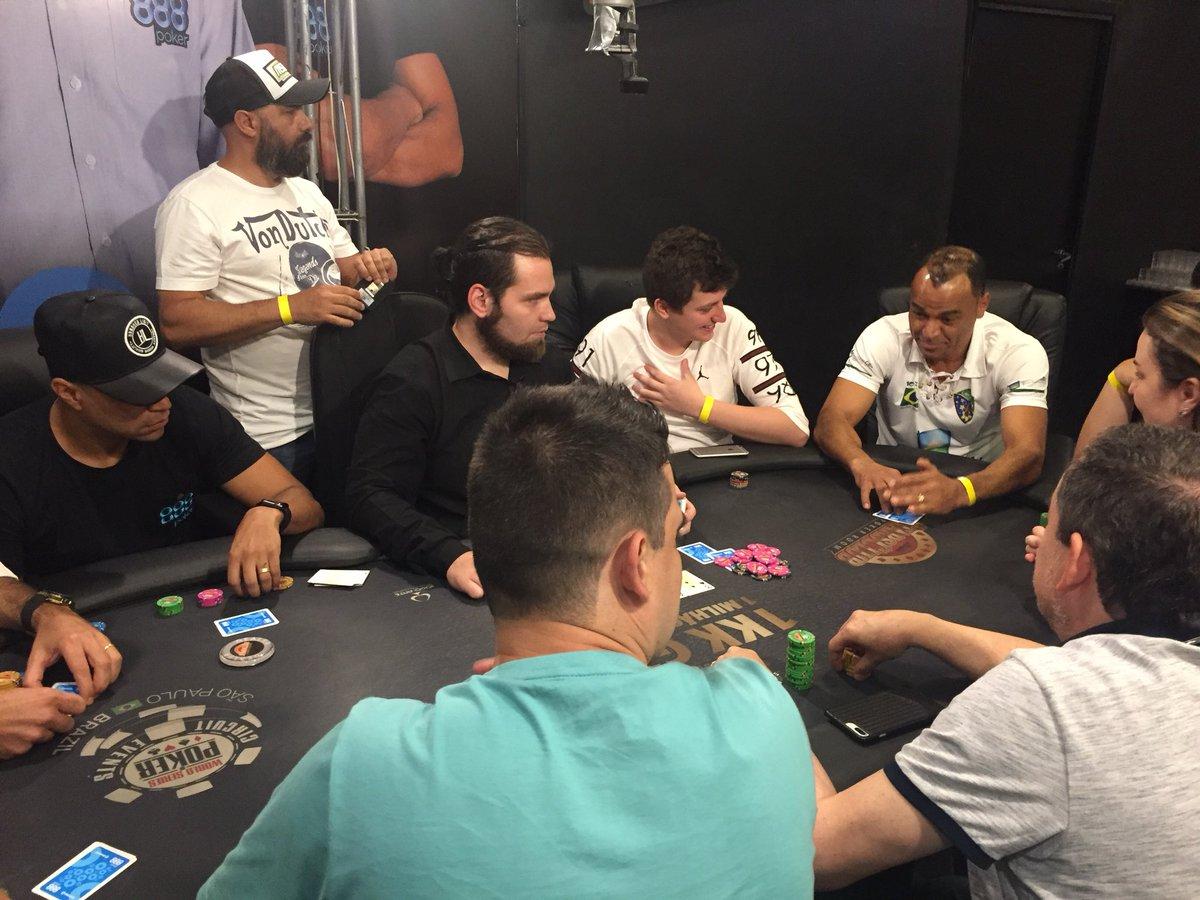 Poker Solidário Fundação Cafu com o meu irmão 100% Jardim Irene... rs tá aprendendo tio! Olha o pai na mesa kkk