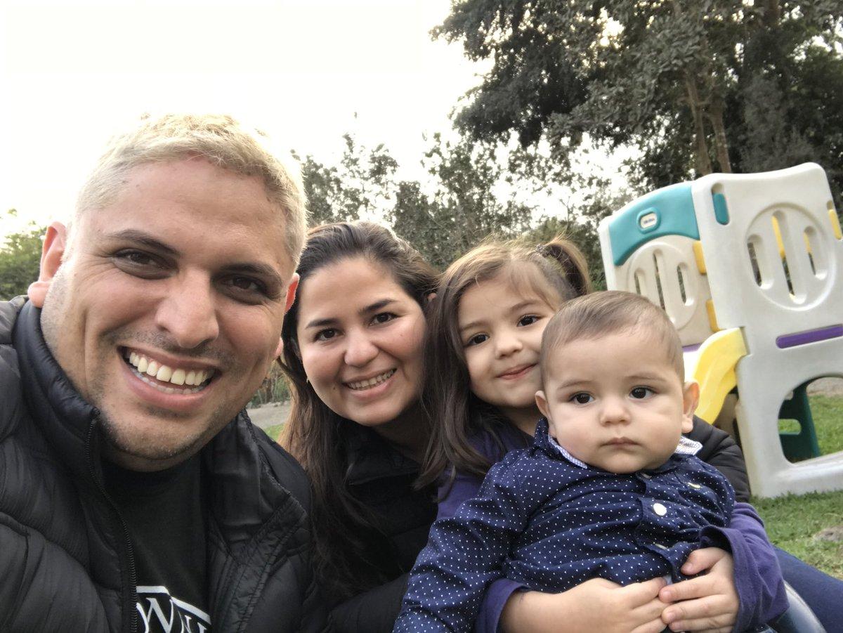 #FamiliaFeliz #FelicesLos4 https://t.co/...