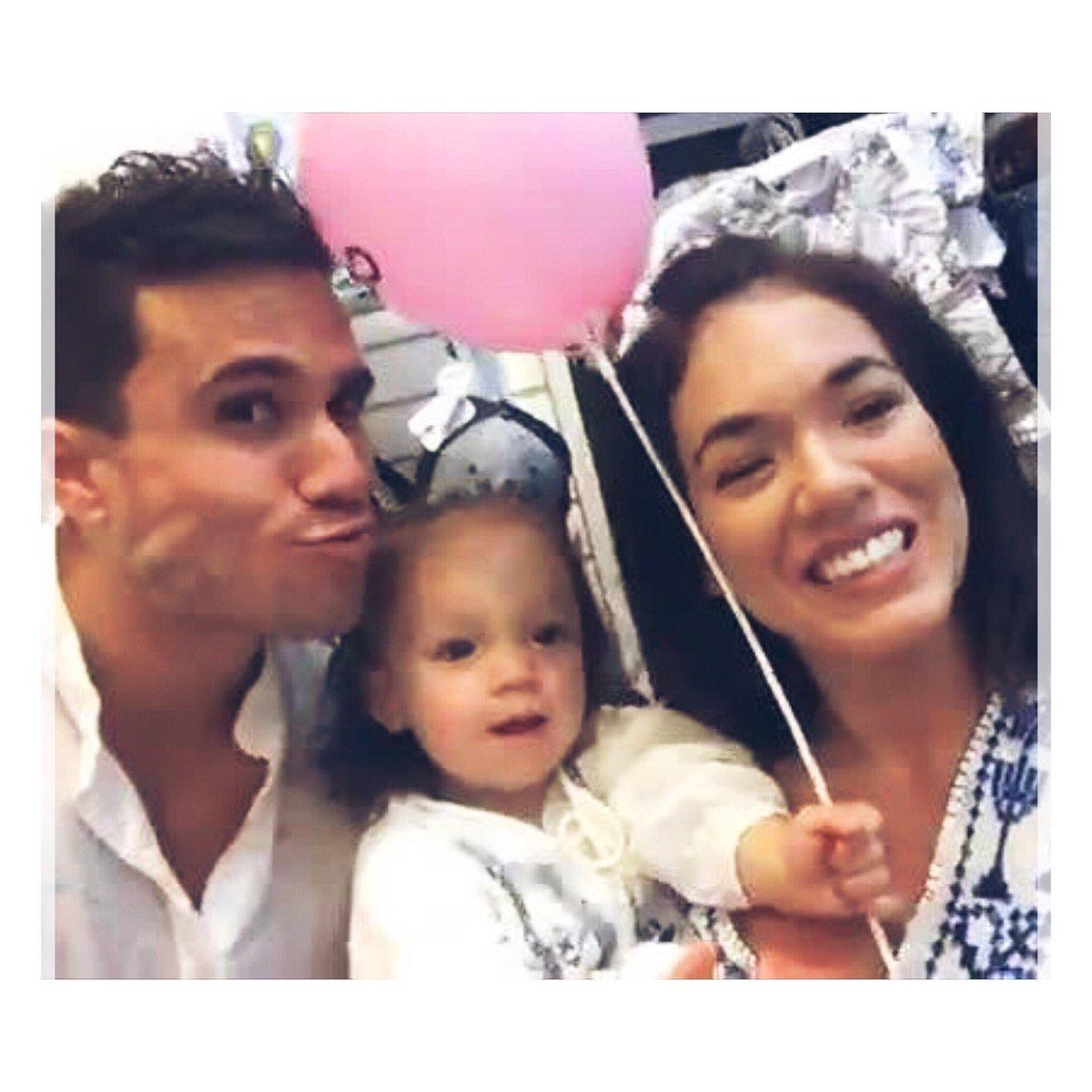 Que lindosss😍😍😍 #FamiliaFeliz ❤️👨👩👧 ht...