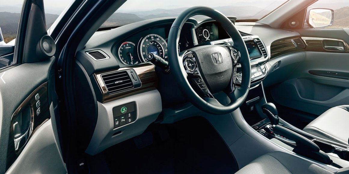 Never miss a beat inside the 2017 Honda #Accord with its 360-watt, 7 speaker Premium Sound System. Get started HERE:  http:// bit.ly/2u1lSlN  &nbsp;  <br>http://pic.twitter.com/sRw3IiQh97
