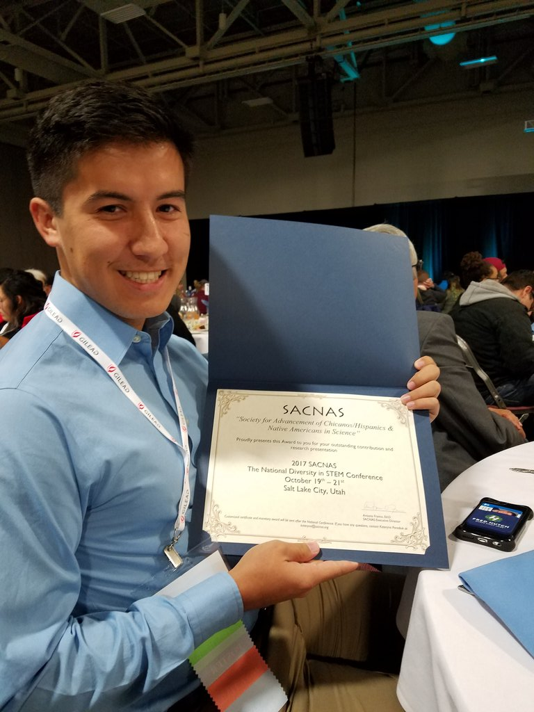 My student Tyler won an award for his excellent presentation of his research in my lab @northwestu! #SACNAS2017 #NationalConference #Viruses <br>http://pic.twitter.com/pR2rFTyoD5