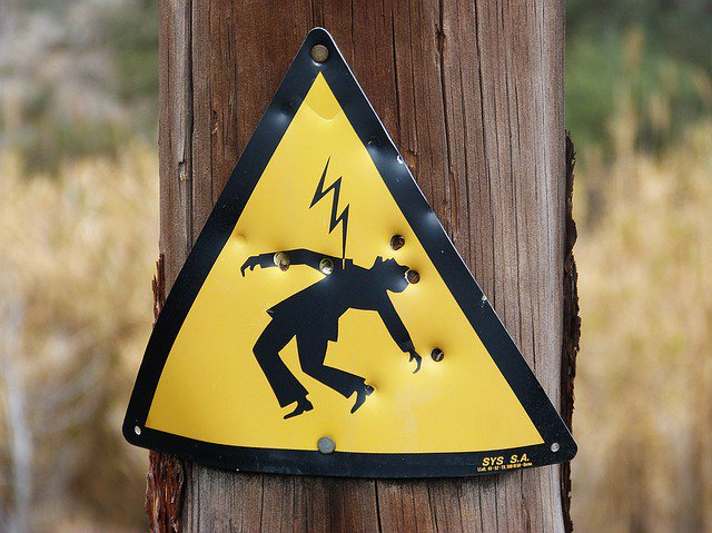 What&#39;s Wrong with Mixing Electricity and Brains?  http://www. wayneedwardhanson.com/?p=1031  &nbsp;   #Psychiatry #darpa #electroshock #doctor<br>http://pic.twitter.com/u7KhuEUmfs