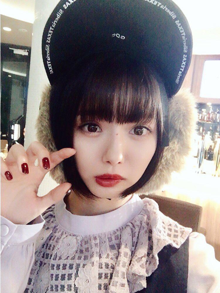 おはようなの(°▽°) 台風接近中?大丈夫かな? #大阪で握手会だよ #この帽子で寒さしのぐ #お借りしたものだから一瞬写真撮っただけなのに...