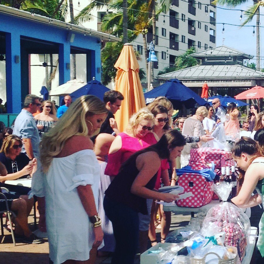 #bigthankyou to our sponsors today! #raisingmoney for #stjudeschildrenshospital #tridelta #fgcu @NervousNellieSE #fortmyersbeach  <br>http://pic.twitter.com/gCQlEHi9Kv &ndash; à Nervous Nellies Waterfront Eatery &amp; Ugly&#39;s Waterside Bar