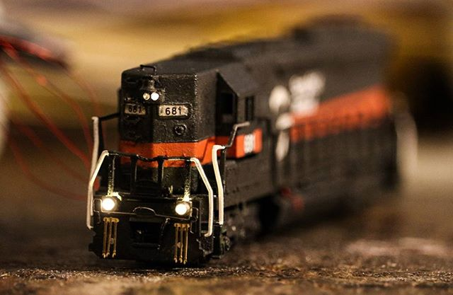 Great work on ditch lights! Use #Microscale to be featured on our social media : @vermonter_railfan <br>http://pic.twitter.com/IZYBAvPOch