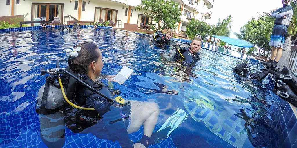 #PADI #Scuba #Insternships with our 5 star #scubadiving center on #KohTao #Thailand. #Lifechanging  https:// buff.ly/2yinuHu  &nbsp;  <br>http://pic.twitter.com/APZXhTVY3Z