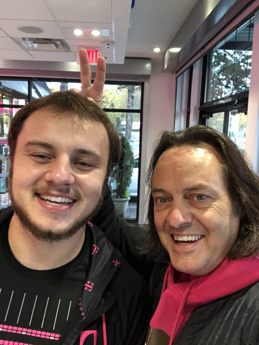 Bad news: Just got lost in Seattle near University of Washington... Good News: I visited an awesome @TMobile store and team :)