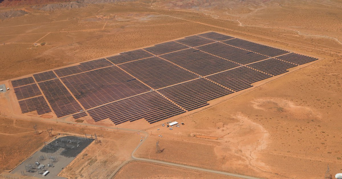 The Navajo Nations&#39; first #solar project is now producing enough electricity for about 13,000 homes! http:// buff.ly/2l4Mz5F  &nbsp;    #renewables<br>http://pic.twitter.com/dYaNjDRanu