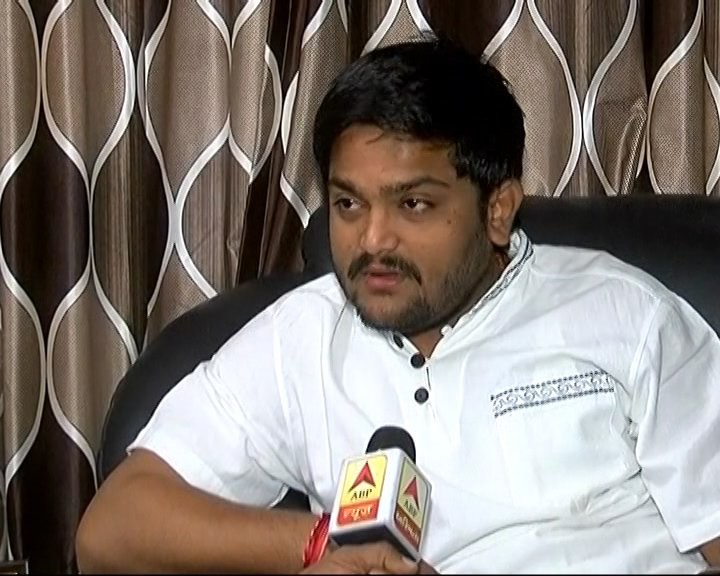 #Congress better than #BJP: #HardikPatel to #ABPNews   https:// goo.gl/Mvq7bx  &nbsp;  <br>http://pic.twitter.com/01zv8Zf6kh