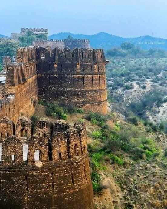 #RohtasFort: 16th centuryfortlocated in #Jhelum#Punjab built during the reign of #SherShahSuri #UNESCO #worldheritagesite #HeritageNow<br>http://pic.twitter.com/LphJL2QZdX