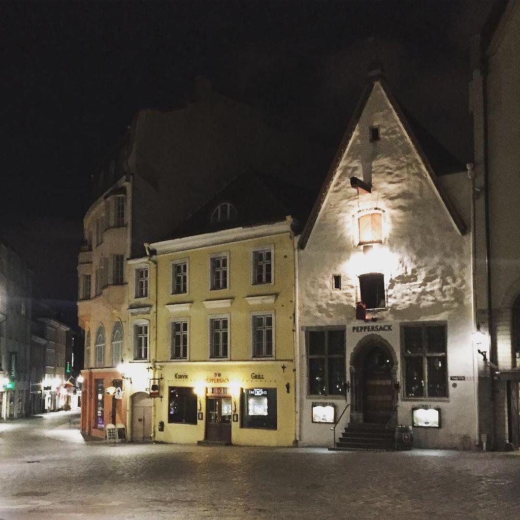 Old town was super peaceful at 3am. I'm expecting a far busier scene this morning! #tallinn  http:// ift.tt/2guBPsp  &nbsp;  <br>http://pic.twitter.com/cZCK56KmBk
