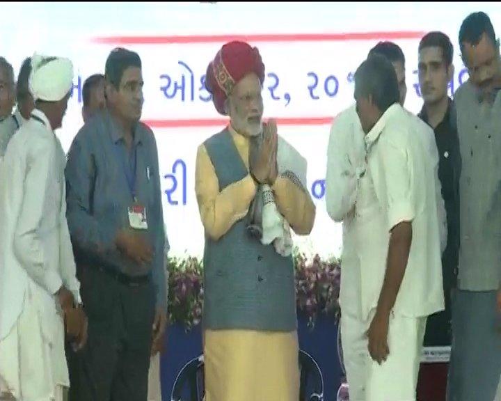 FLASH: PM #NarendraModi launches RO-RO ferry service in Ghogha, Gujarat https://t.co/YEyIqhr5KF