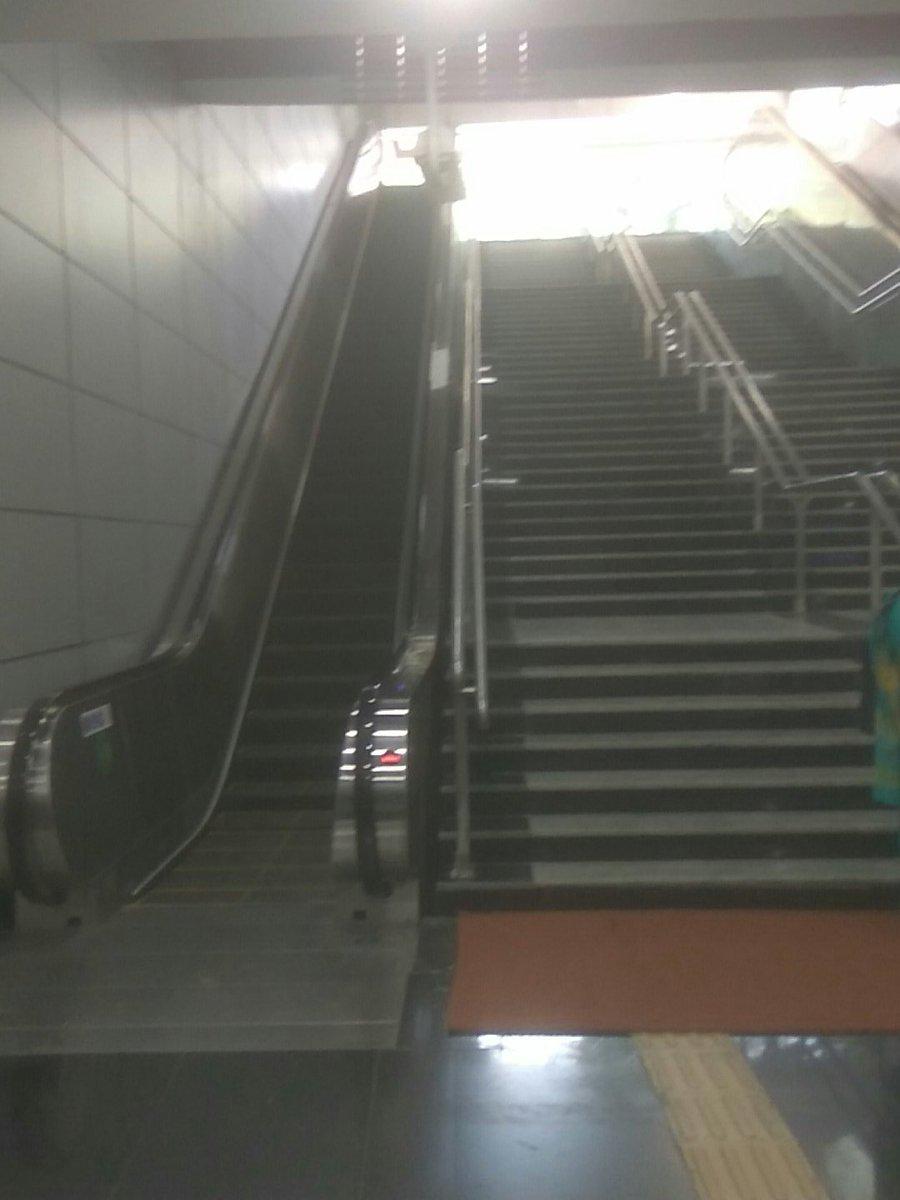 @DelhiMetro_Rail -  Escalator frequently not working at Kasmiri gate metro station.  #NDTV #Diwali #NDTVNews #ABPnews @PiyushGoyal #HUDMUN<br>http://pic.twitter.com/ACj9LBYbcl