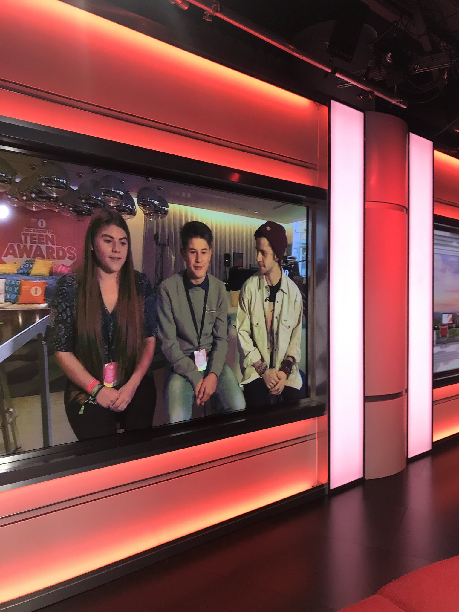 Talking @BBCR1 #R1TeenAwards @BBCBreakfast with Teen Heroes Olly and Holly and @celspellman https://t.co/W7nXa5WJwc