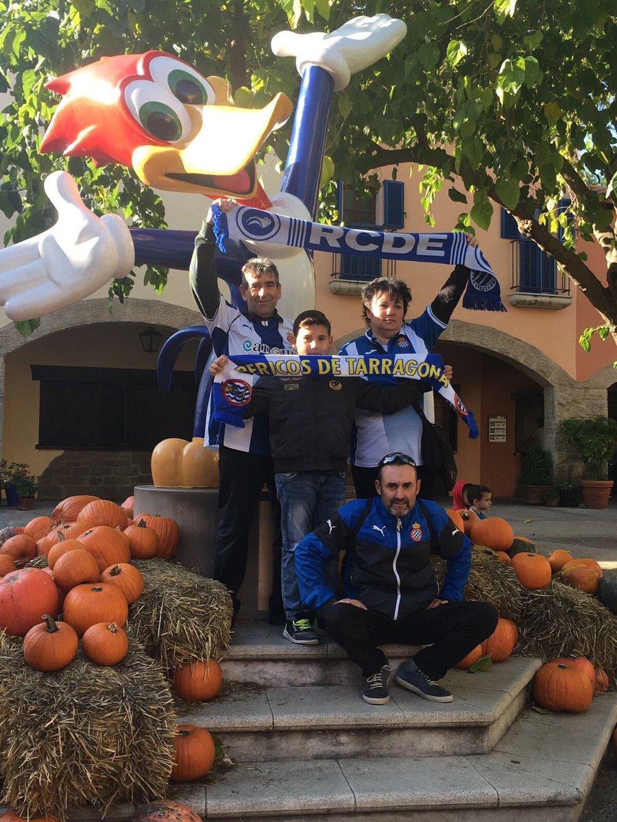 Dia dels Pericos a @Portaventura_ES! Un any més, la família blanc-i-bl...