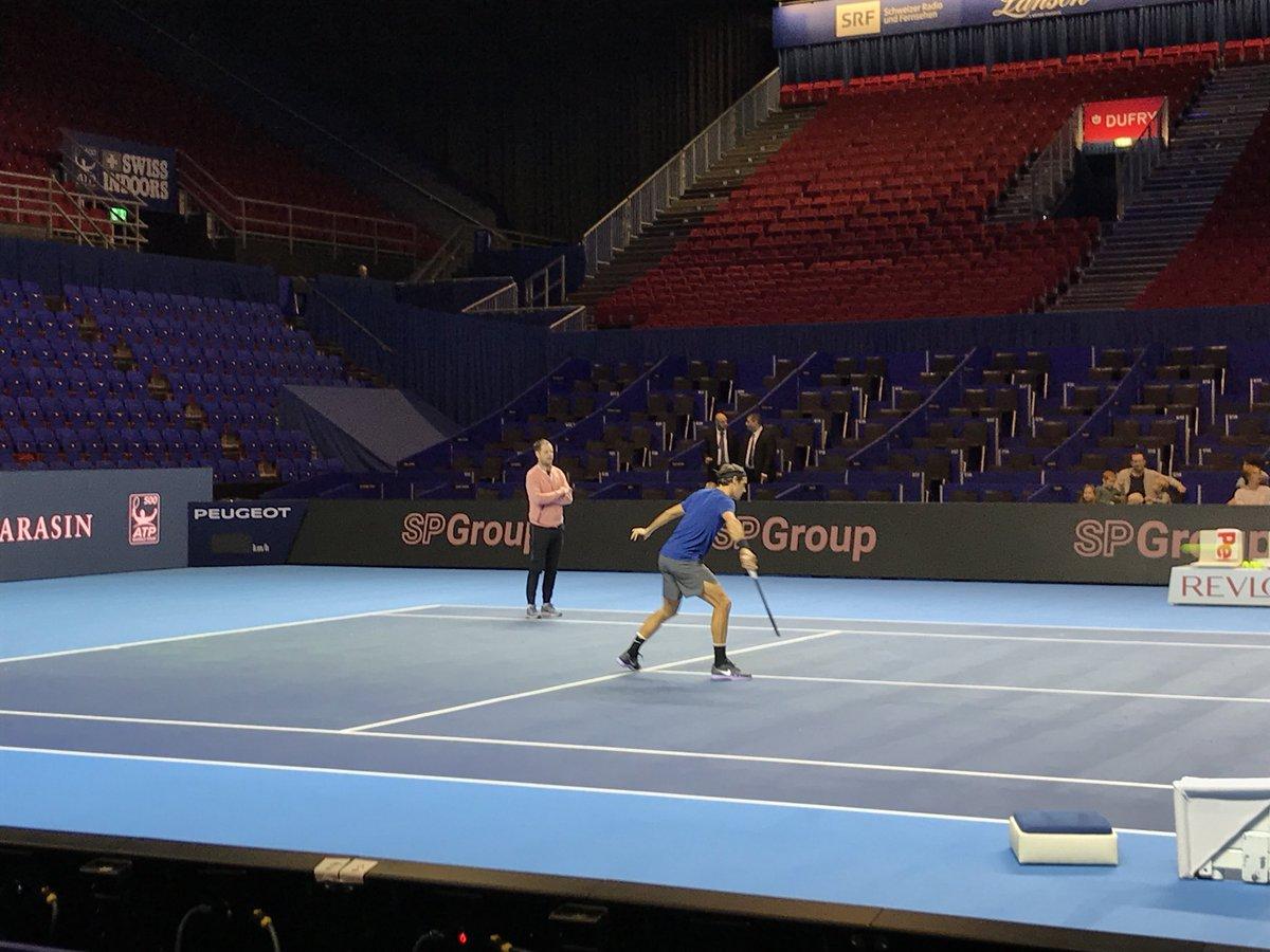 Sunday morning practice for #Federer in his home town #SwissIndoors #Basel #ATPworldtour<br>http://pic.twitter.com/dWlmfjmG3e