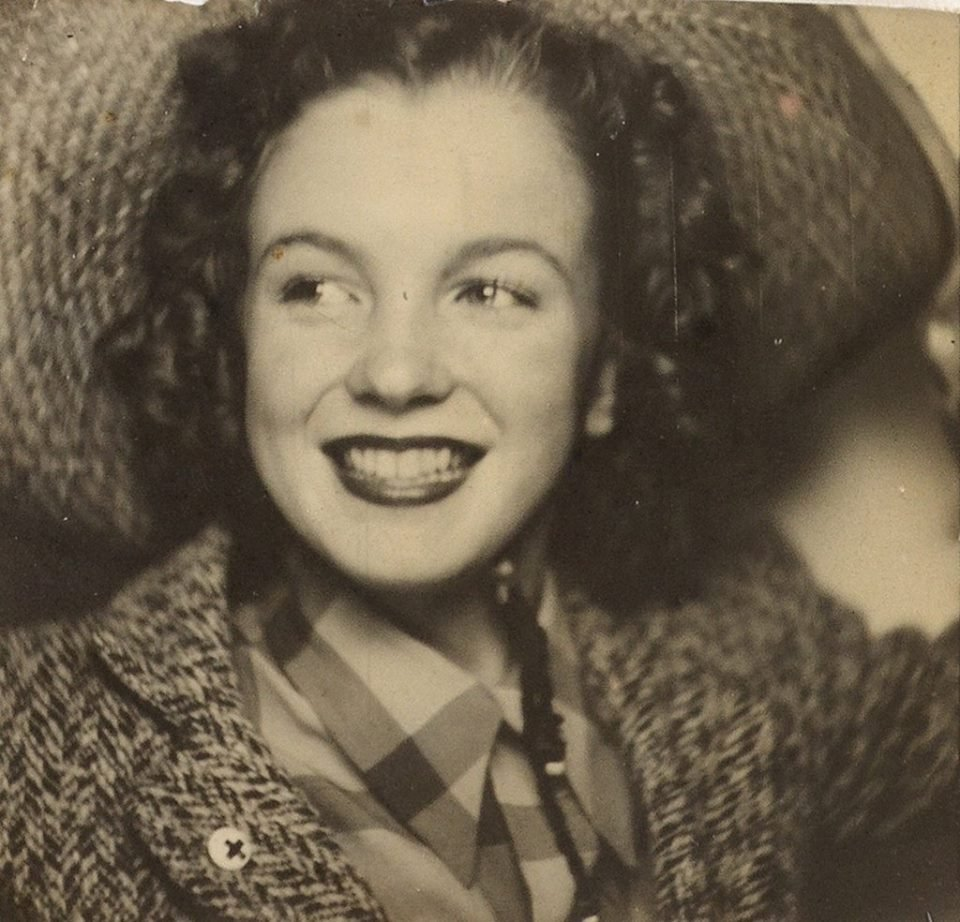 Photo booth self-portrait of Norma Jeane...